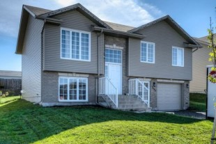 Less than 5 Year old ValCaron Home – minutes from CIty!
