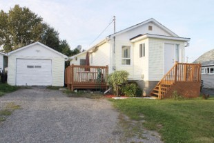 *NEW PRICE!* 3 BDRM, 1 BATH HOME W/ DETACHED GARAGE IN CONISTON!