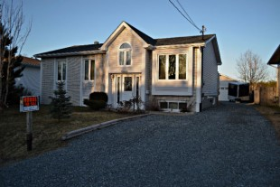 House For Sale In Hanmer