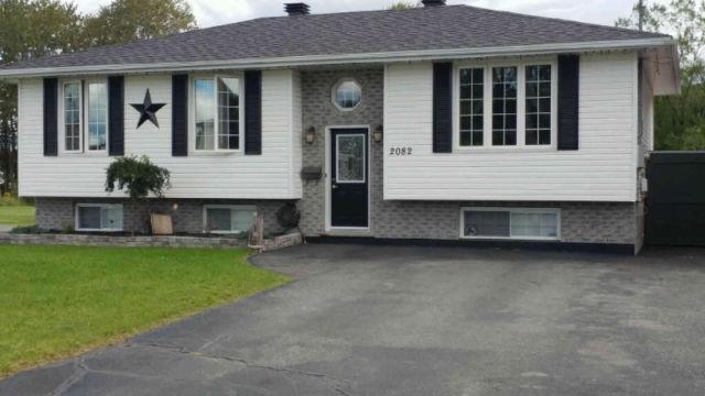 Move in ready Chelmsford home!!