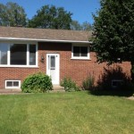 Brick bungalow in Central Val Caron location