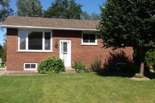Brick bungalow in Central Val Caron location